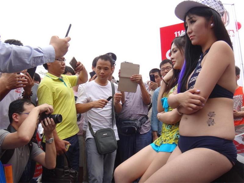 中原国际车展之肉感女模 外观