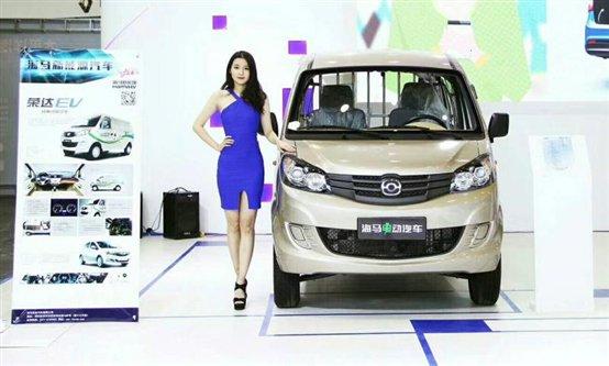州国际车展采访海马新能源汽车河南大区经理尚二钦高清图片